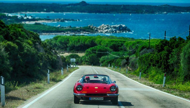 Cavalcade Classiche: in Sardegna la sfilata delle Ferrari più belle al mondo